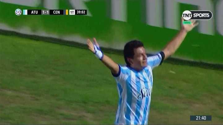 Los hinchas del Decano cantaron el gol de Luis Miguel Rodríguez
