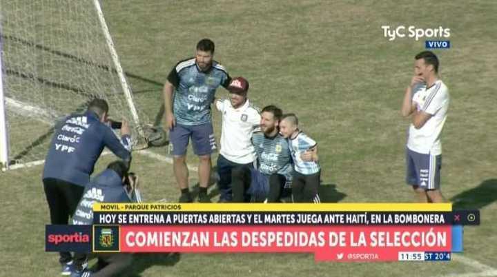 Messi se sacó fotos con la gente