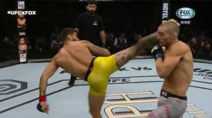 Patada con giro y terrible nocaut en UFC