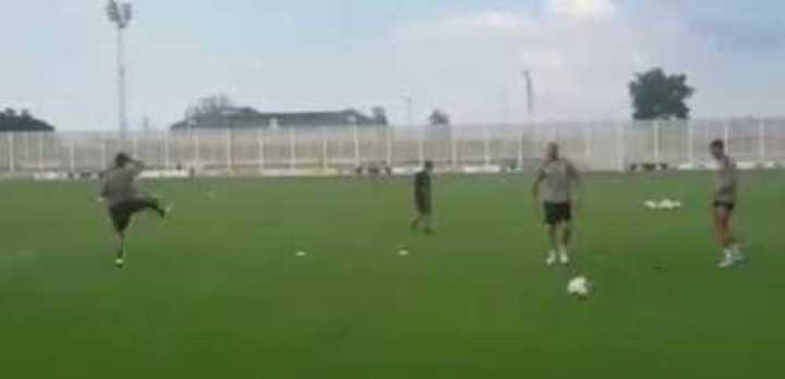 Fútbol tenis y festejo alocado en el entrenamiento de la Juve