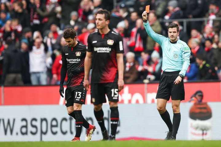 Alario fue expulsado y Bayern Leverkusen perdió ante Colonia
