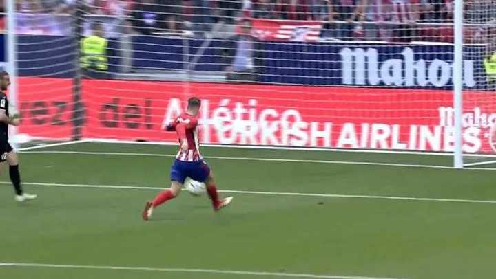 El Atlético empató con un golazo de Torres