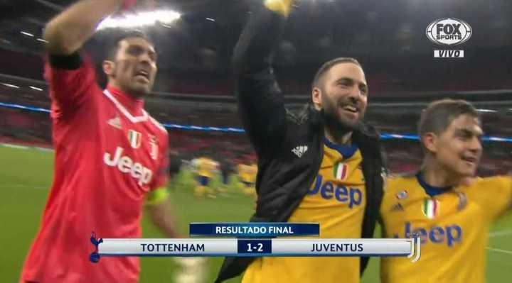 Mirá el efusivo abrazo de Buffon, el Pipa y Dybala