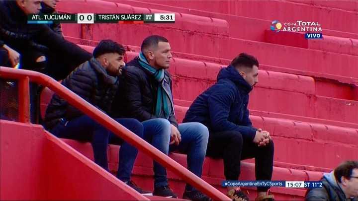Aguirre y Salmerón disfrutan el partido