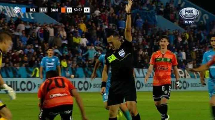 Insólito gol de Carranza para darle el empate a Banfield