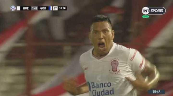 Huracán se puso en ventaja con gol de Chávez