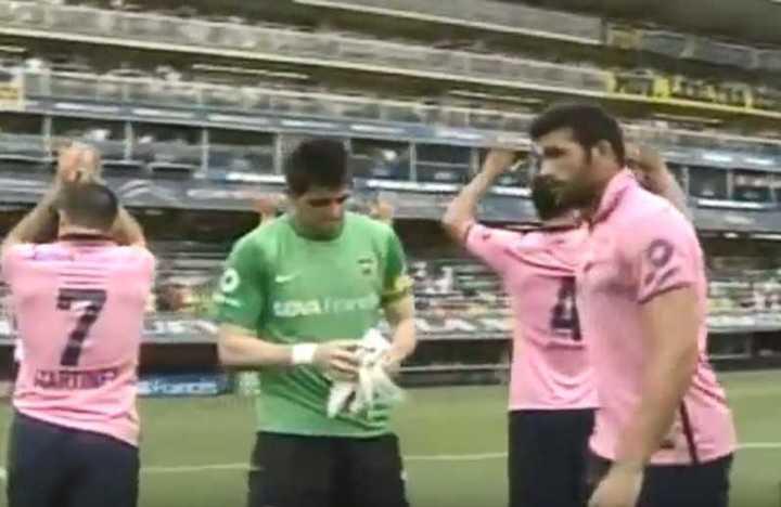 Ya hubo una camiseta rosa entre Boca y el Lobo