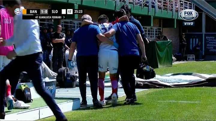 Rojas salió lesionado y entró el debutante Gianluca Ferrari