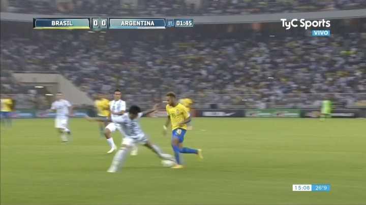 Renzo cortó la primera de Neymar