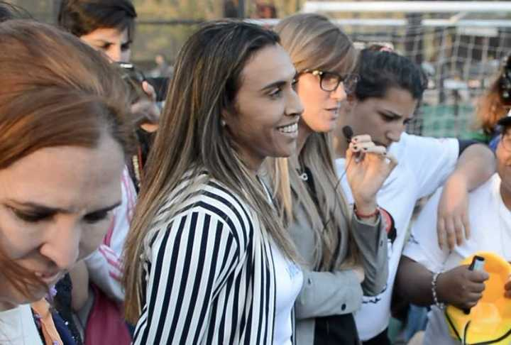 Marta, la mejor futbolista del mundo, visitó la Villa 31