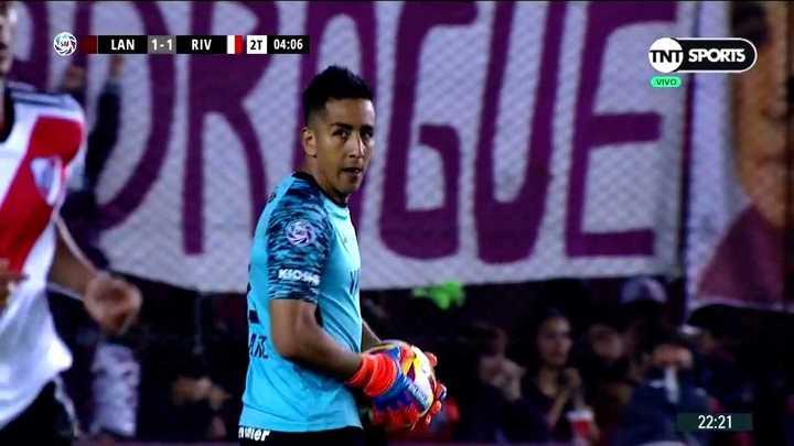 Ibañez le tapó el gol a De La Cruz