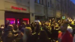 Hinchas argentinos y brasileños cantan cara a cara en San Petersburgo