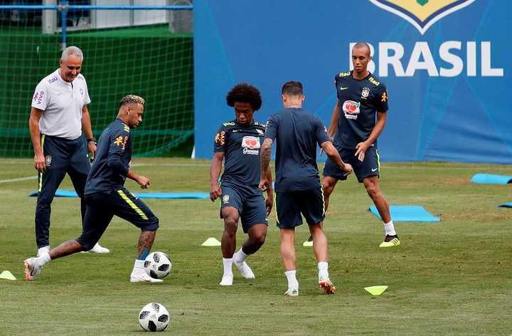 Neymar se entrenó a la par del grupo