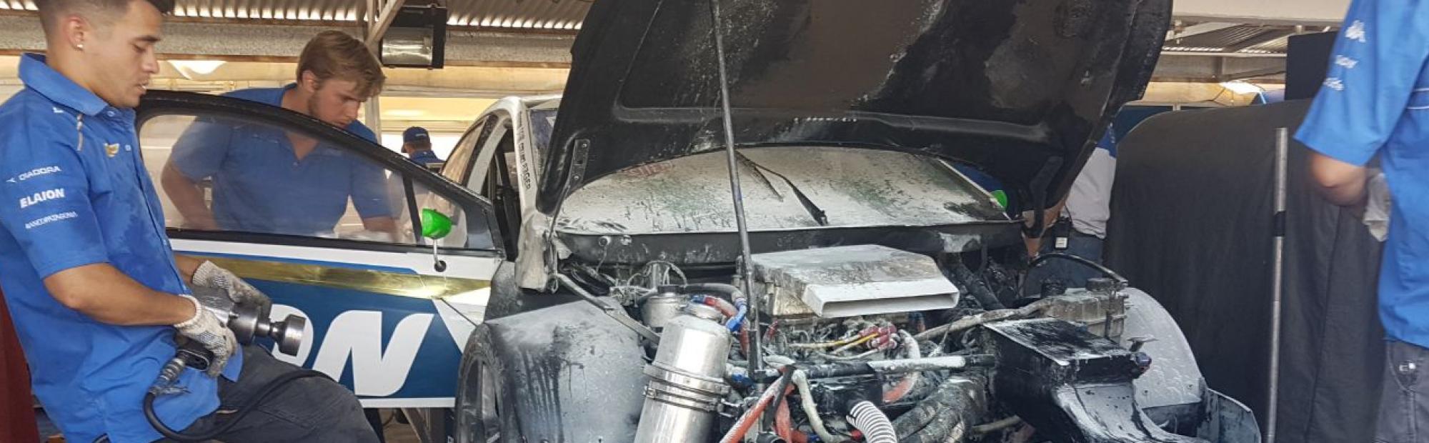 Fuego en el auto de Llaver