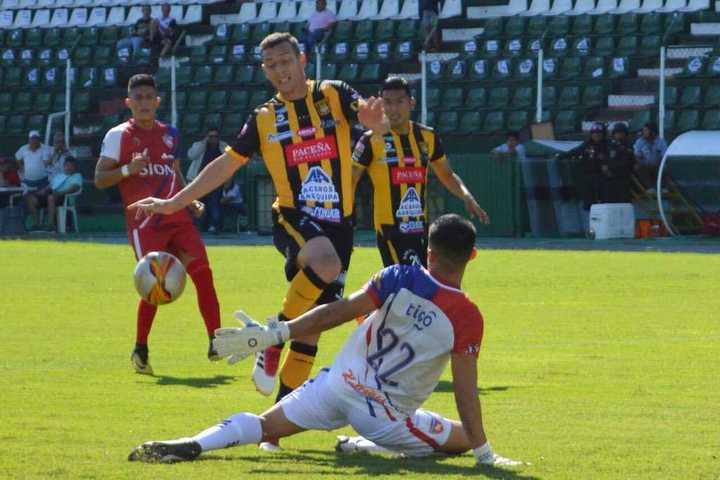 The Strongest, rival de Atlético Tucumán, cortó una racha de cinco derrotas al hilo