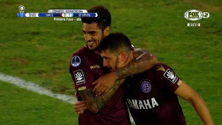 Silva, de penal, marcó el 3 a 1 para Lanús