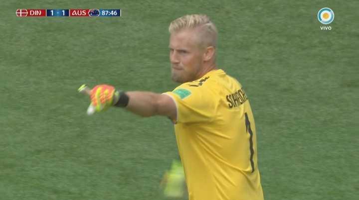 Kasper Schmeichel salvó dos veces a Dinamarca