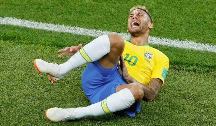 El Neymar Challenge invade las redes sociales