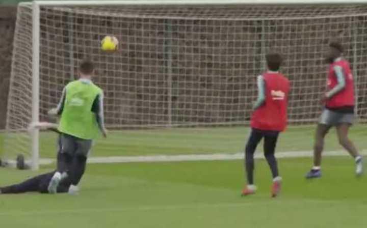 El golazo de Messi en la práctica del Barcelona
