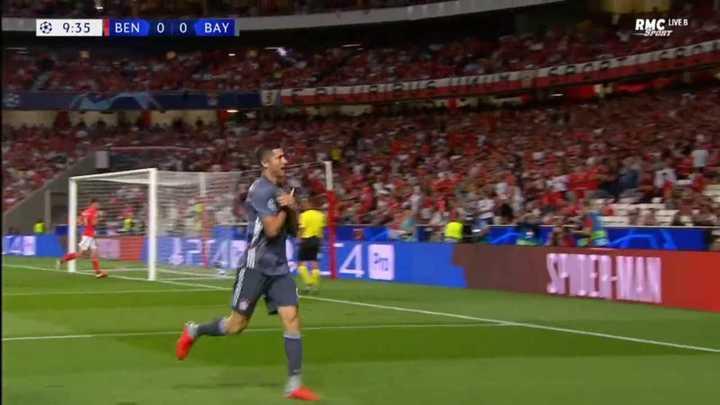 El gol de Lewandowski al Benfica
