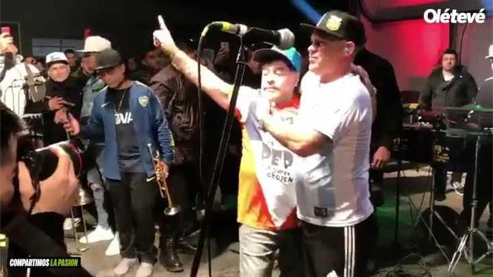 Maradona y el Pepo juntos en el escenario