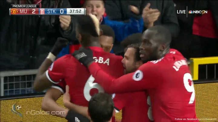 Los golazos de Valencia y Martial para el United