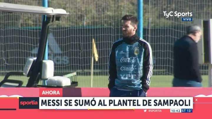 Messi estuvo mirando el entrenamiento