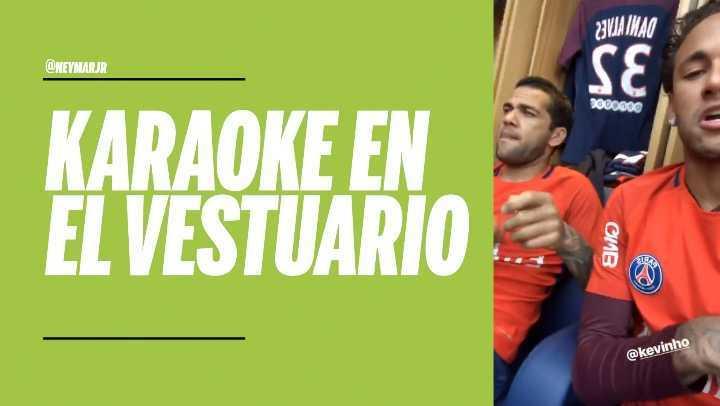 Neymar y Dani Alves se divierten cantando