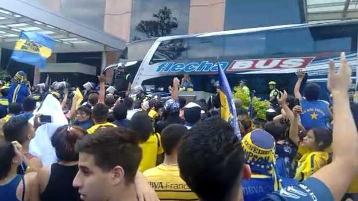 Una multitud de hinchas de Boca en Tucumán fueron a apoyar al equipo