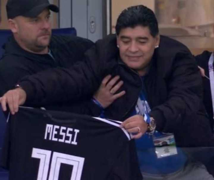 Maradona bancando fuerte a Messi: