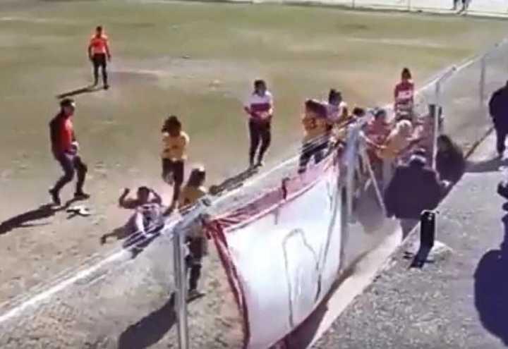 Tremenda pelea en el fútbol femenino