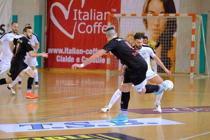 El Ruso Maina metió un golazo de taco en Italia
