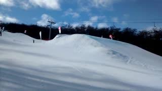 Prueba de esquí big air en Cerro Castor