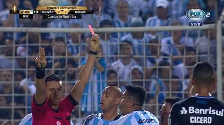 Núñez vio la roja por pisar a un rival