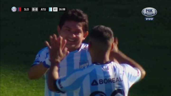 El Pulga Rodríguez puso de penal el primero de Atlético