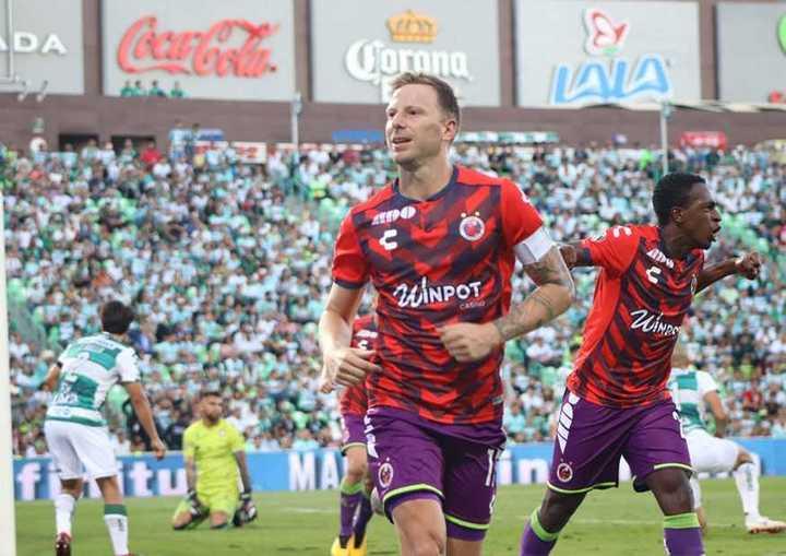Menéndez hizo un golazo en México