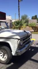 El insólito transporte de la utilería de México