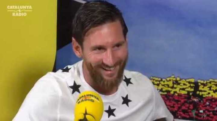 Messi estuvo en un estudio de radio