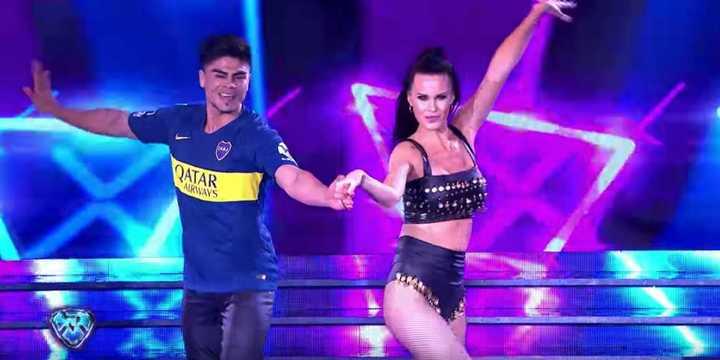 Natalie Weber bailó cumbia y le tiró un guiño a Zárate