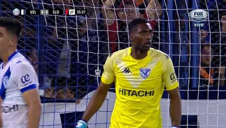 Domínguez salvó el arco de Vélez