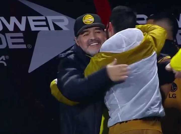 Maradona feliz: le ganó a Cocca en un amistoso