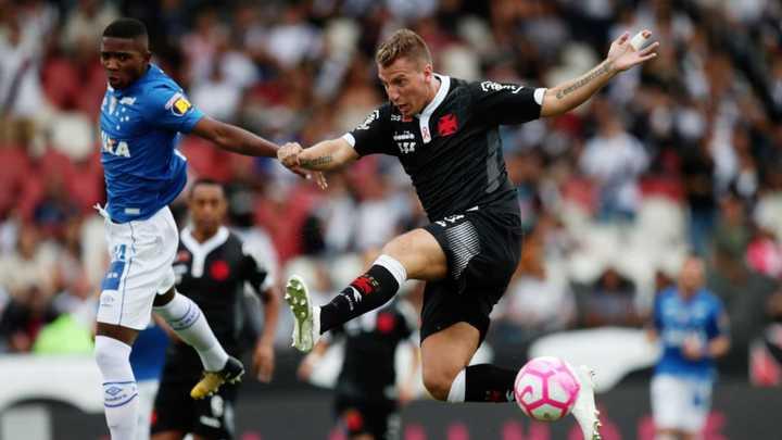 Con un Golazo de Maxi López, Vasco le ganó a Cruzeiro por 2 a 0