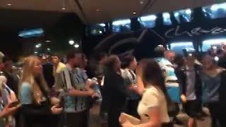 Gremio arribó al hotel recibido por sus hinchas