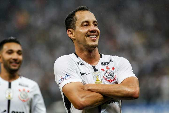 Rodriguinho y su doblete para Corinthians, próximo rival del Rojo