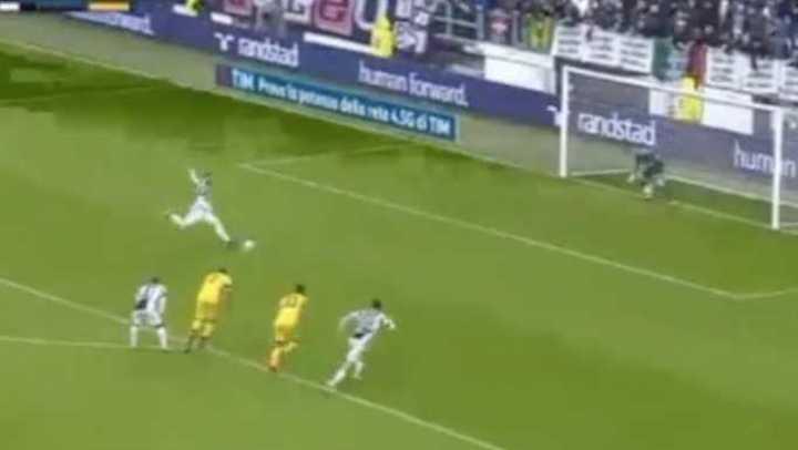 Le hicieron penal a Dybala e Higuaín lo erró