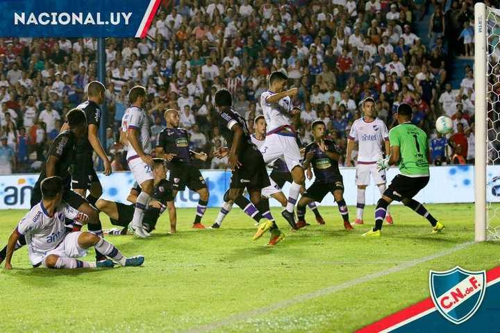 El argentino Erramuspe le dio el triunfo a Nacional 2-1 sobre Fénix