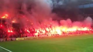 Locura de los hinchas del Galatasaray en un entrenamiento