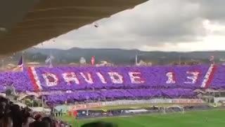 A los 13' se paró el partido para ovacionar a Davide