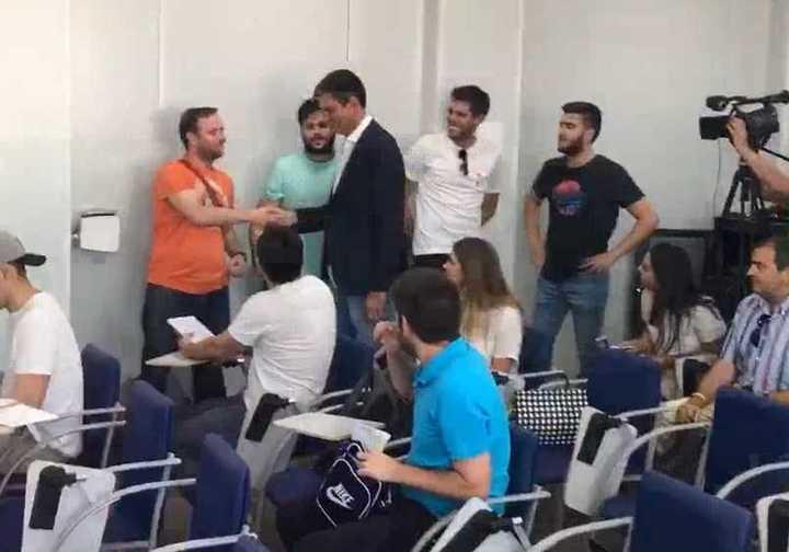 Pellegrino saludó a los periodistas en su presentación en el Leganés.