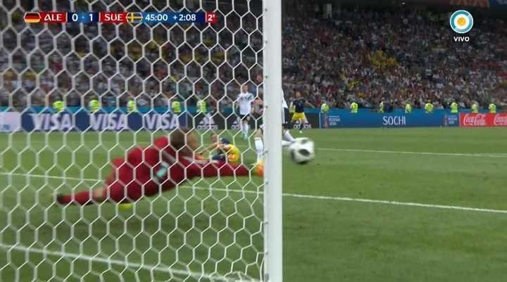 Neuer salvó a Alemania
